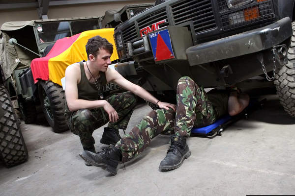 petite racaille gay rencontre militaire gay