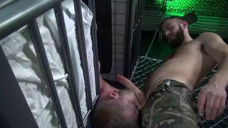 violé dans sa cellule par un militaire